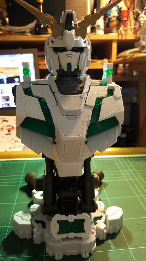 RX-0-Unicorn-Gundam-Bust---0000090