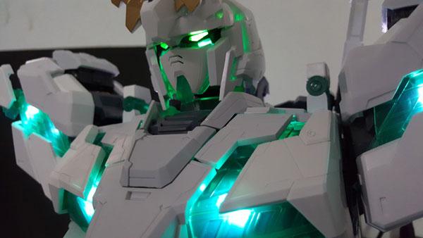 RX-0-Unicorn-Gundam-Bust---0000153