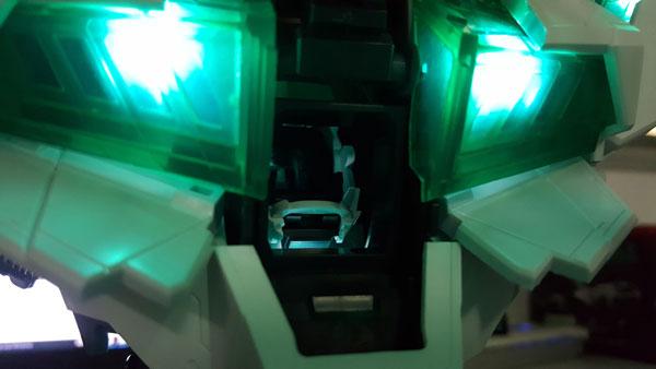 RX-0-Unicorn-Gundam-Bust---0000156