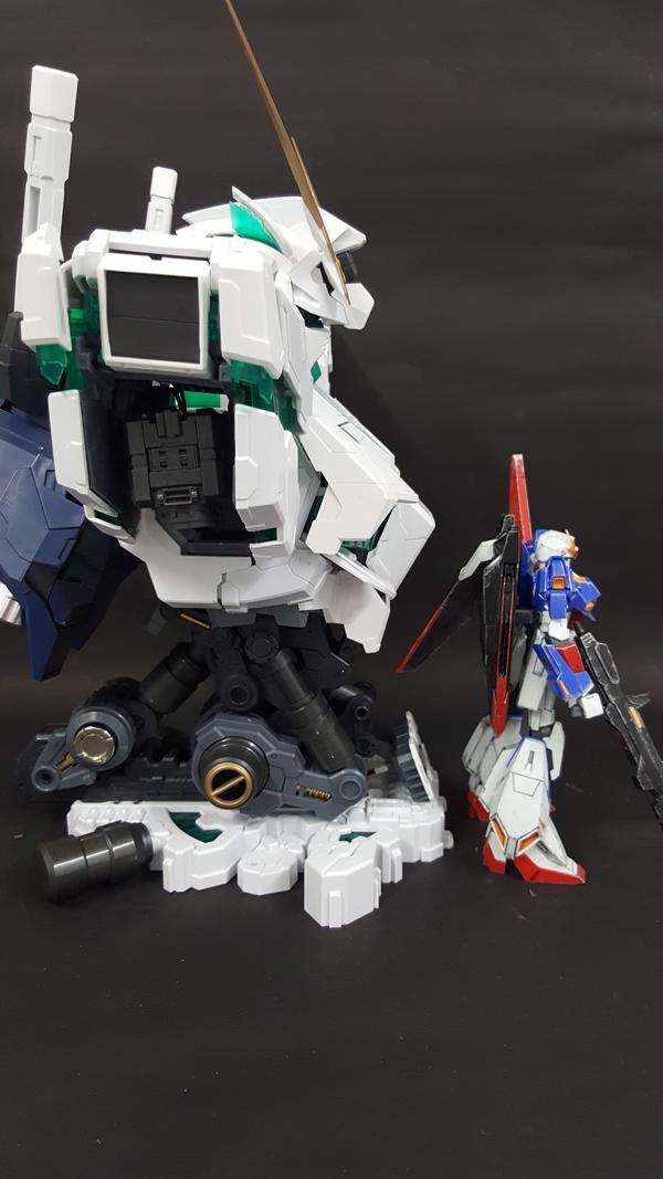 RX-0-Unicorn-Gundam-Bust---0000159
