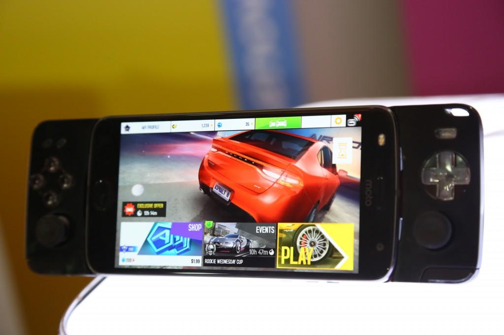 Moto Z2 Play Game Pad 01